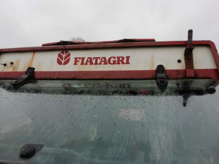 image of a fiat tractor roof before restoration