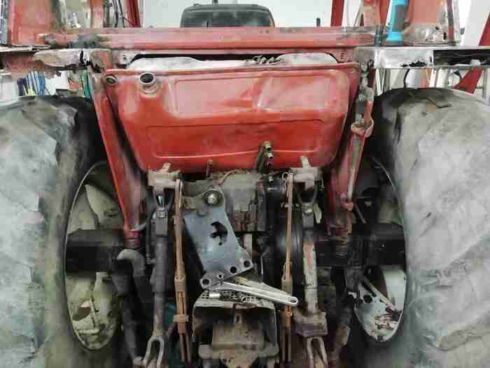 back end of tractor with rusty mudguards